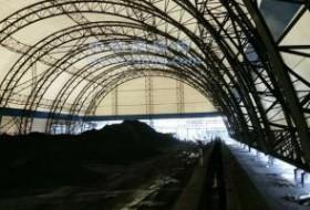 充气膜结构煤棚与钢结构网架储煤棚优缺点对比分析