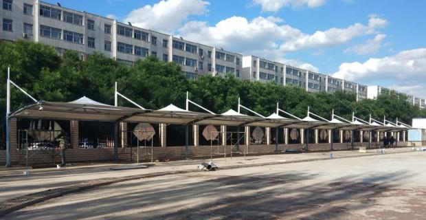 膜结构遮阳雨棚-张家口市中学膜结构遮阳雨棚施工中