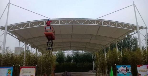 篮球场膜结构工程圆满竣工