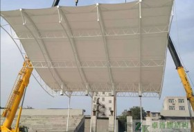 〈看台膜结构〉石家庄正定第九中学膜结构主席台工程吊装完成