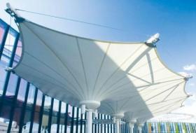 为什么一些张拉膜结构屋顶排水功能不好?如何解决张拉膜结构排水问题?