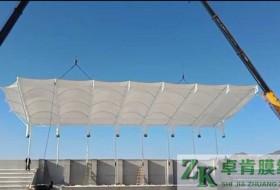 张家口宣化小学体育场看台膜结构工程。
